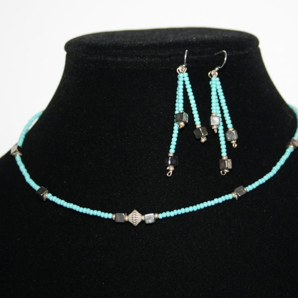 Beautiful silver and turquoise necklace earrings